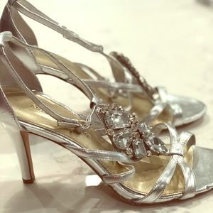 Like New!!Evening Silver 8.5 Heels: Antonio Melani